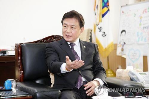 """김병우 교육감 """"수능 치른 학생들 문예체 활동 충실해야"""""""