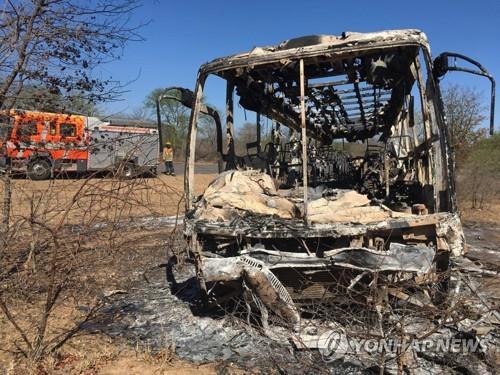 짐바브웨서 또 버스 참사…화재로 최소 42명 숨져