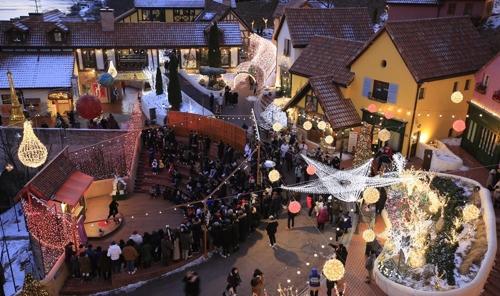 겨울밤 별빛 내려앉는 프랑스 마을