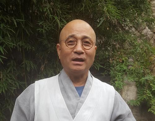 """[인터뷰] 방북하는 영담 스님 """"세계는 한 떨기 꽃"""""""