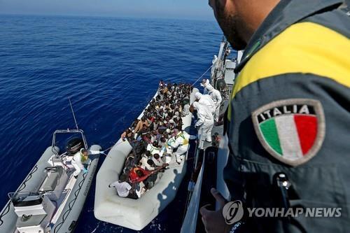 리비아 해안서 이주민 최소 14명 사망…지중해 건너다 참사