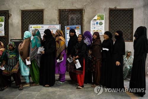 """인도 집권당 주의회 선거 출구조사서 고전…""""텃밭서 박빙"""""""