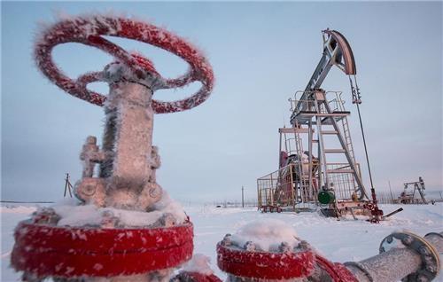 """러시아 """"내년 1월부터 원유 하루 5만 배럴 이상 감산 계획"""""""
