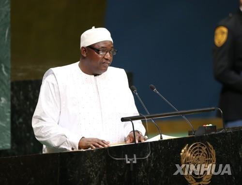 美, 국외 망명한 감비아 전 독재자·가족 입국 불허