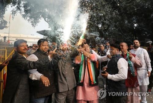 인도 집권당, 주의회 선거 '완패'…모디, 내년 총선 '경고등'