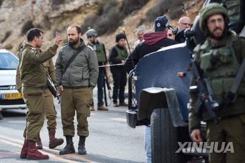 """괴한 총격에 이스라엘군 2명 숨져…""""팔레스타인인 소행""""(종합)"""