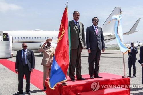 '적에서 친구로'…에리트레아 대통령, 소말리아 첫 방문
