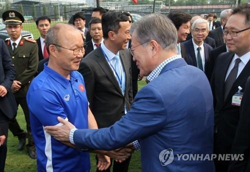 """문대통령 """"베트남축구 우승 크게 축하…양국 더 가까운 친구 돼"""""""