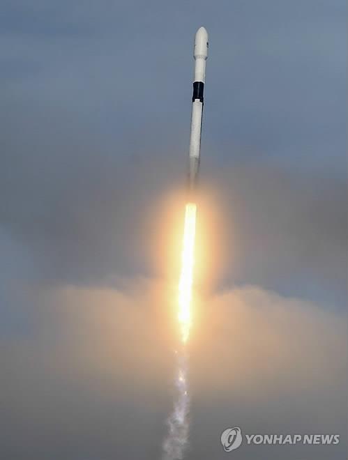 머스크의 스페이스X 5억불 증자…우주인터넷 사업 탄력
