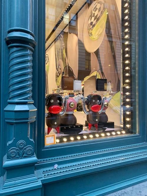 프라다, '흑인 비하' 논란 휘말린 액세서리 제품 판매 중단