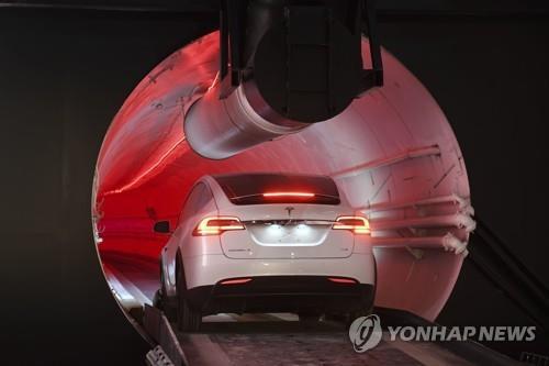 머스크의 야심 찬 도전…LA 지하 고속 교통터널 '루프' 공개