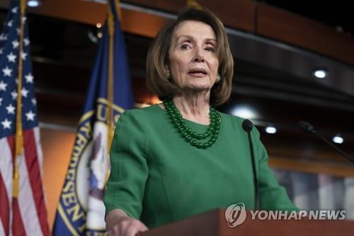 美민주당 대표 펠로시, 연방정부 셧다운 와중 호화 휴가 구설