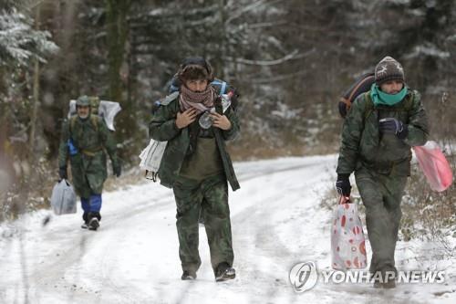 강추위에 크로아티아 겨울산에 고립됐던 난민 15명 구조