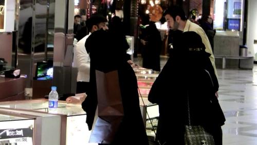 """""""벗어나고 싶다""""…사우디 여성 또 트위터로 '구원 요청'"""