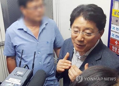 """임기중 충북도의원 첫 공판…""""돈 받았지만 공천헌금 아니다"""""""
