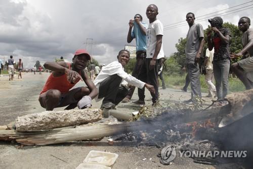 '시위 더 퍼질라'…짐바브웨 당국, 인터넷 차단