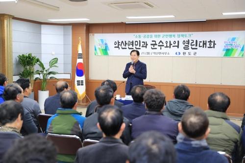 신우철 완도군수 섬 돌며 주민과 '정책 토크'