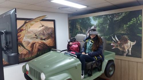 눈앞에 생생한 공룡세계가…해남공룡박물관 4D 라이더 설치