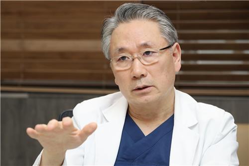 """[묻고 답하다] 김영훈 교수 """"보건의료 남북교류는 '생명의 끈'을 잇는 .."""