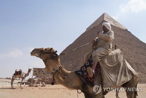 이집트 여행하던 한국인 60대 여성, 낙타에서 떨어져 숨져(종합)