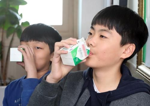 경남 고성군 신학기부터 초등생 무상 우유 급식 지원
