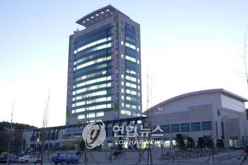 '성추행에 공무상 비밀 누설까지' 강릉시 공직기강 도마 위