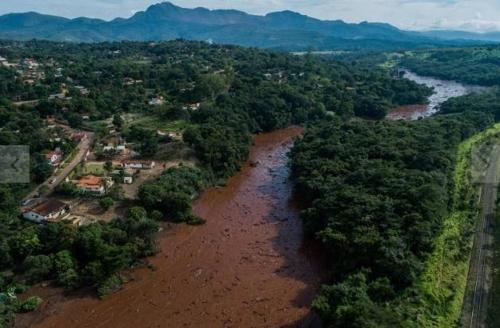 브라질 광산 댐 붕괴사고로 강 300㎞ 오염…생태계 파괴 심각