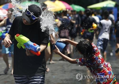 """""""음주교통사고 줄이자""""…태국, 전통설에 술판매금지 추진"""