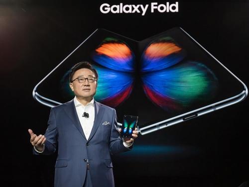 접었다 펴는 삼성 '갤럭시폴드' 공개…5월중순 국내서 5G로 출시(종합2..