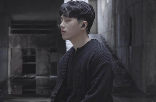 '사재기 논란' 닐로, 1년 4개월 침묵 깨고 컴백