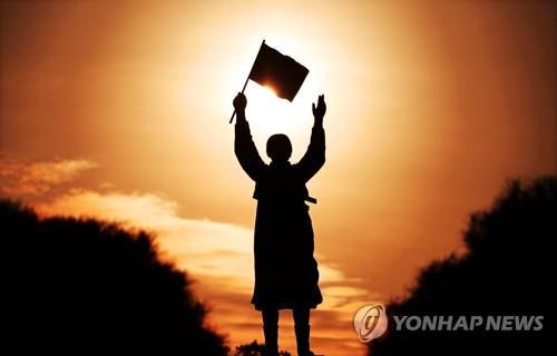 유관순 열사와 인연 '선교사 부부'…공주서 동상으로 재회