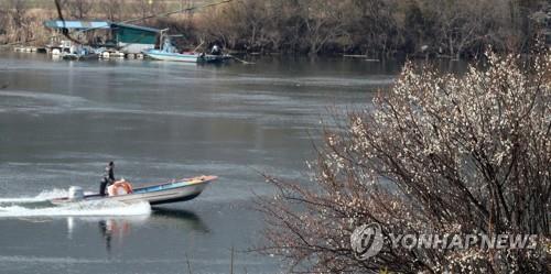 """""""포근한 날씨 즐기자"""" 충북 유명산·유원지 '북적'"""