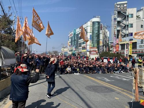 """""""민주노총 고용하라"""" 이천 SK 하이닉스서 대규모 집회"""
