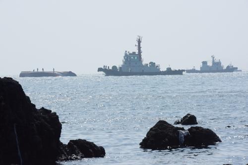 제주서 좌초된 불법조업 중국어선 예인 도중 침몰