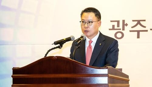 """[휴먼n스토리] """"든든한 울타리가 되겠다""""…연임 송종욱 광주은행장"""