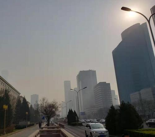 """양회 끝나자 베이징 또다시 스모그…""""뿌연 하늘 숨막혀"""""""