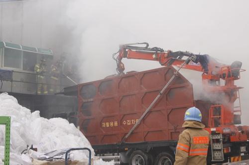 인천 석남동 고물상서 불…인근 공장으로 번져 40분만에 진화