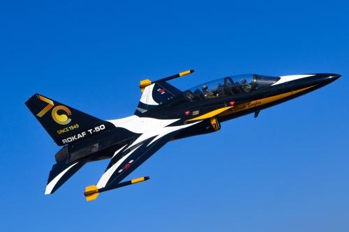 공군, 블랙이글스 항공기에 창설 70주년 이미지 도색
