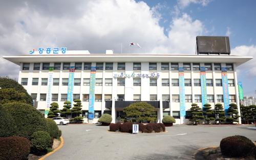 장흥군 향우회 지원 조례, 공직선거법과 '상충' 논란