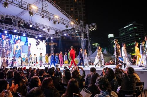 서울광장·한강공원이 런웨이로…'서울365패션쇼' 개막