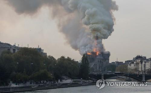 노트르담 화재원인, 방화는 아닌듯…첨탑 개보수작업과 연관(종합)