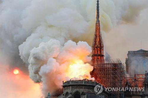 파리 소방당국 노트르담 성당 주요 구조물은 보존
