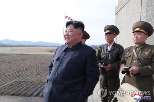 """WSJ """"김정은 軍현지지도, 트럼프에 '제재양보 압박' 메시지"""""""