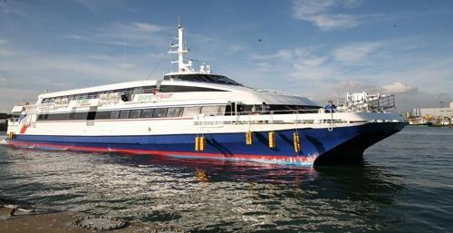 연평도행 여객선 저수심 탓에 입항 지연…승객 불편
