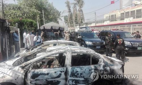 """파키스탄서 무장괴한, 버스승객에 총격…""""14명 사망, 2명 탈출"""""""