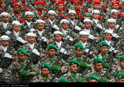 '美 테러조직 지정' 이란 혁명수비대 대규모 군사행진