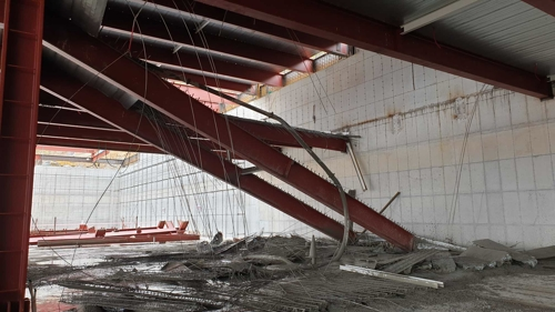 원주 공사장 철제 구조물 붕괴…근로자 6명 6m 아래 추락 다쳐