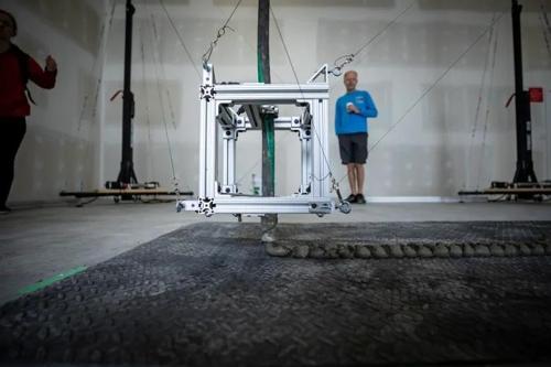 캐나다서 콘크리트 집 하루에 짓는 3D 프린터 개발