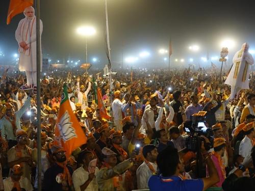"""[르포] 막바지 인도 총선…모디, 첫 뉴델리 유세서 10만명이 """"모디!"""""""