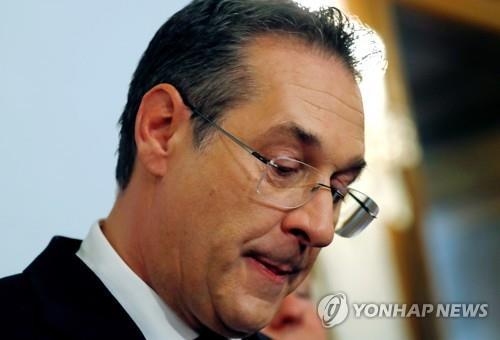 오스트리아 부총리, 전격 사퇴…'부패 암시 동영상' 공개 여파